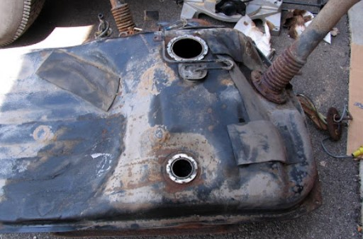 How to clean a fuel tank of rust